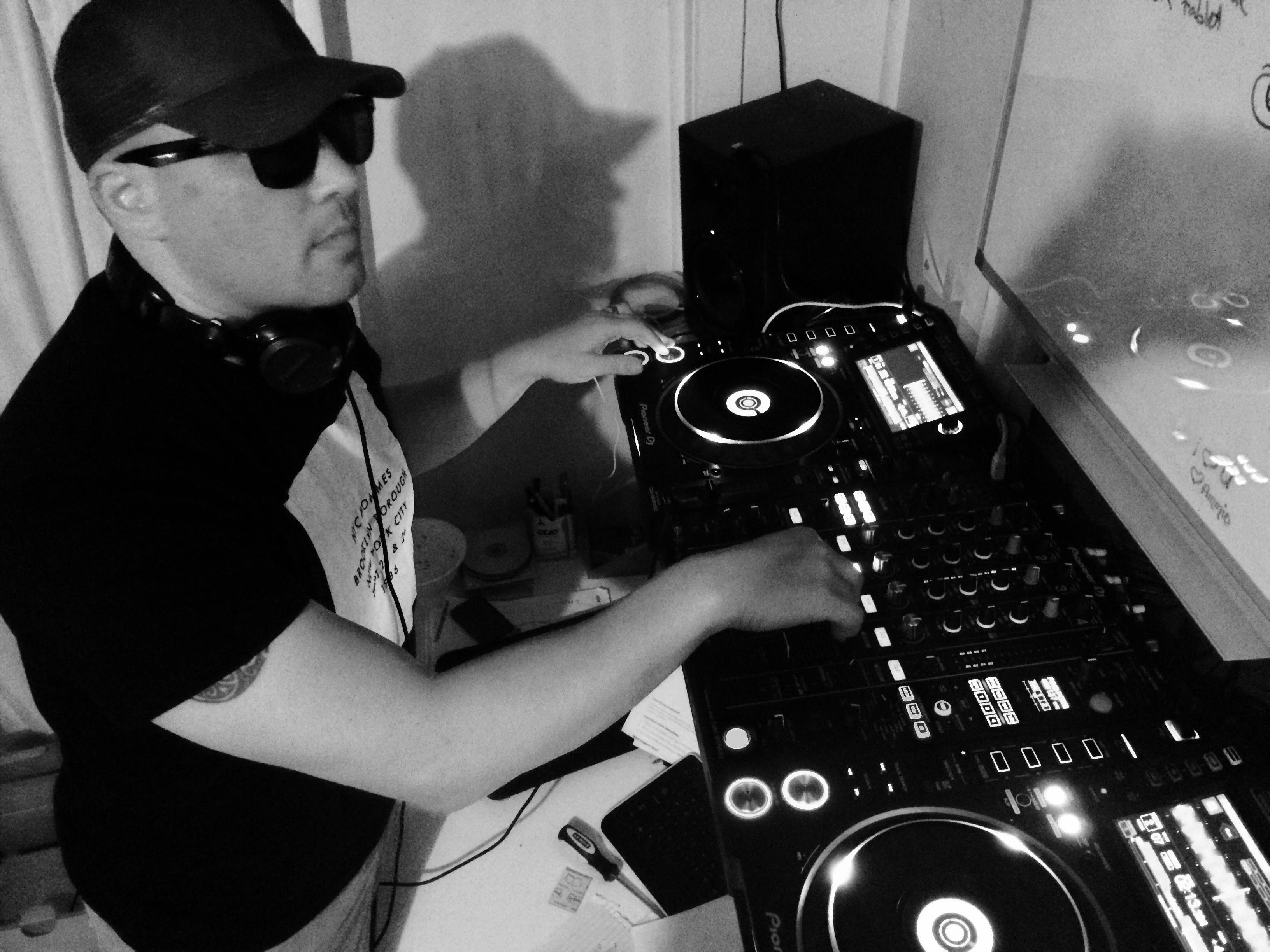 FUNKIN RADIO DJ SAI