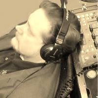 DJ Peter is online.