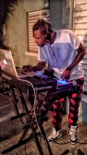 dj swagga bringing the new year mix enjoy every one merry Christmas